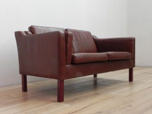 Canapé scandinave en cuir. Antiquités du XXème. vintage. design du XXème. www.galerie87.com.