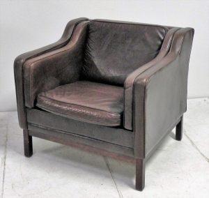 Fauteuil scandinave en cuir. Vintage. Design. Antiquités. Galerie87.com