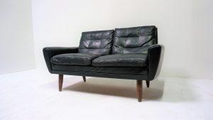Canapé scandinave en cuir noir. Vintage. design du XXème. antiquiutés du XXème. www.galerie87.com