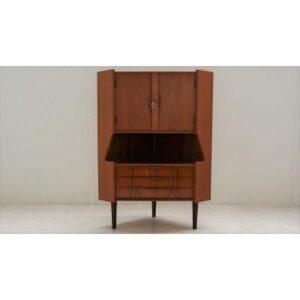 Buffet en encoignure scandinave en teck Omann Jun. Vintage, Design. XXème, Midecentury. Galerie87.com