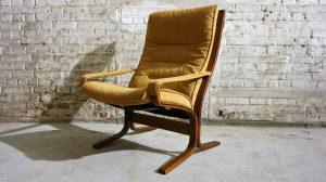 Fauteuil Siesta alcantara. Scandinave. Ingmar Relling. Design . Vintage. XXème. Galerie87.com