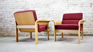 Paire de fauteuils Magnus Olesen. Design du XXème. Vintage. Scandinave. Galerie87.com