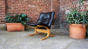 Siesta cuir noir Ingmarr Relling. Scandinave. Vintage. Antiquités du xxème. Design. Galerie87.com