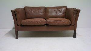 Canapé scandinave en cuir. Stouby. vintage. antiquités du XXème. Design. www.galerie87.com