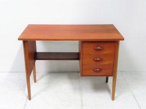 Bureau scandinave en teck. Vintage. Design du XXème. antiquités. www.galerie87.com