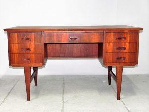 Bureau scandinave en teck. Design du XXème. antiquités. vintage. www.galerie87.com