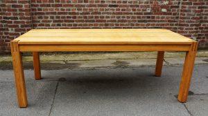 Grande table de salle à manger en frêne. Vintage . design du XXème. Chapo Perriand. Galerie87.com