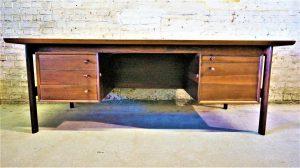 Bureau escandinave en palissandre Arne Vodder. Sibast. Design. Vintage. Antiquités du XXème. Midcentury Galerie87.com