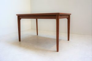 Table scandinave en teck H. Kjaernulf 0