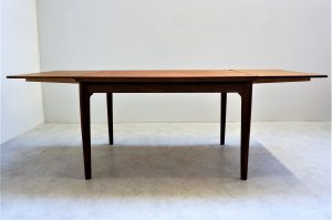 Table scandinave en teck H. Kjaernulf 2