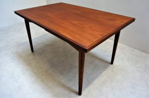 Table scandinave en teck Omann Jun. 1