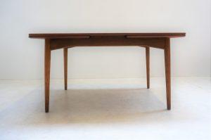 Table de salle à manger scandinave en teck Omann Jun. Vintage. Design. Antiquités du XXème. Galerie87.com. Midcentury