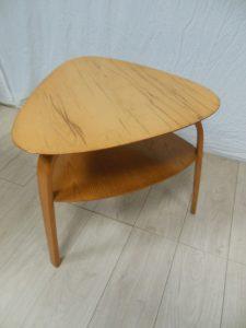 Table basse Steiner. Antiquités du XXème. Design du XXème. Meuble vintage. www.galerie87.com