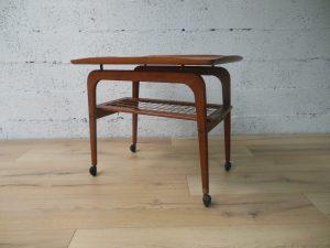 Desserte scandinave en teck. Antiquités du XXème. Design du XXème. Vintage. www.galerie87.com.