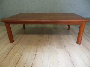 Table basse en teck, by Dyrlund. Antiquités du XXème. Design du XXème. Vintage. www.galerie87.com
