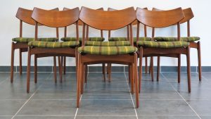 Chaises scandinave en teck. Design du XXème. Antiquités du XXème. Vintage. www.galerie87.com