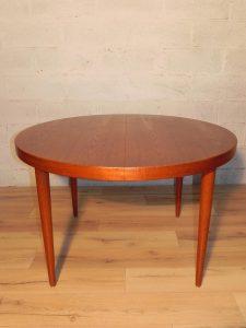 Kai Kristiansen, table scandinave en teck. Antiquités du XXème. Design du XXème. Galerie87