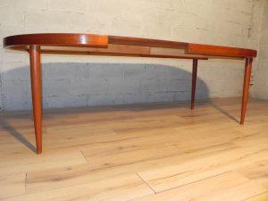 Kai Kristiansen, table scandinave en teck. Antiquités du XXème. Design du XXème. www.galerie87.com