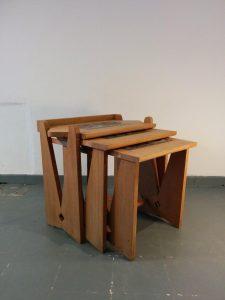 Tables gigogne, Guillerme et Chambron. Antiquités du XXème. Design du XXème. Meuble vintage. www.galerie87.com