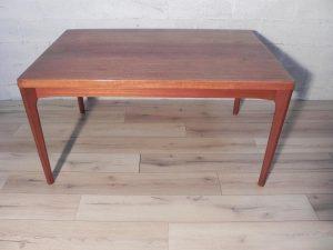 Henning Kjaernulf, table en teck. Antiquités. vintage. Design. Scandinave. Galerie87