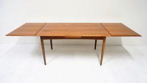 Table scandinave en teck. vintage. design du XXème. antiquités du XXème. Galerie87.com
